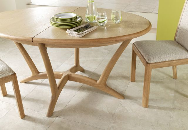 Braemer Dining Collection Oval Extending Dining Table