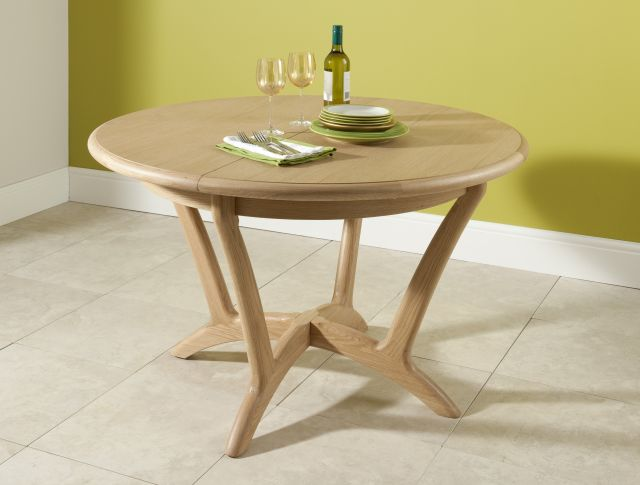 Braemer Dining Collection Round Extending Dining Table