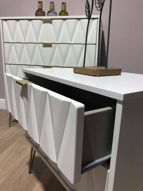 Qatar Bedroom Collection 4 Drawer Chest  White Matt with White Matt Base