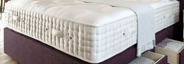 Hampton Court 24700 Collection 150cm Zip and Link Mattress Only
