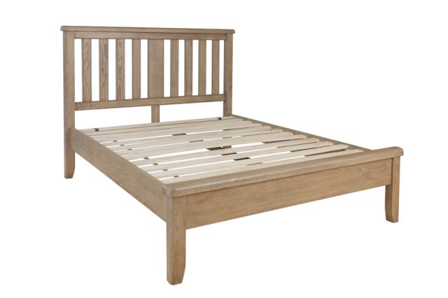 Charlbury Bedroom Collection 4'6 Bed with wooden headboard and low end footboard set
